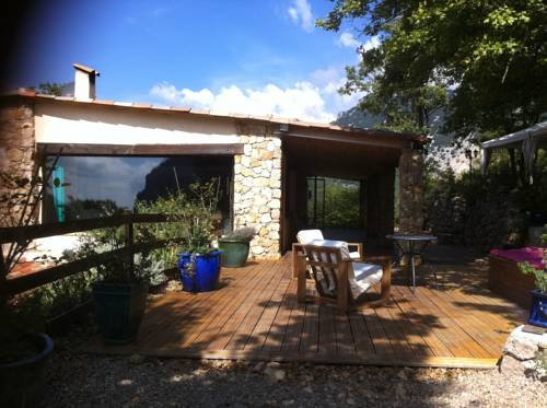 La Cascade : Bed and Breakfast near Courmes