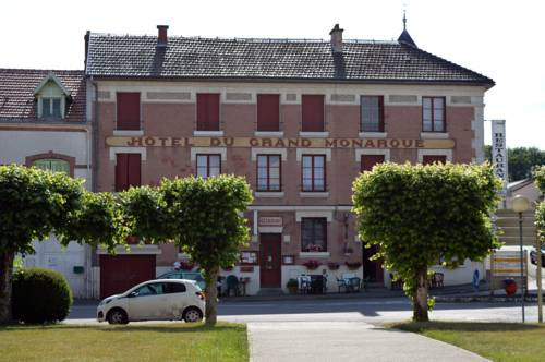 Hotel du Grand Monarque : Hotel near Chatel-Chéhéry