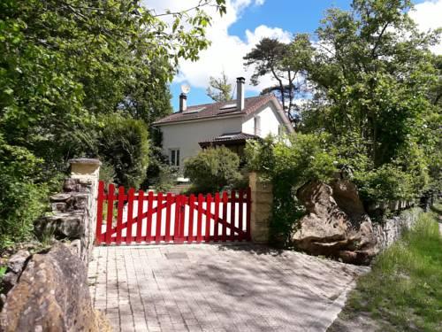 Gîte La Rochetine : Guest accommodation near Tousson