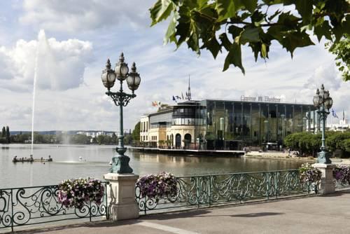 Hôtel Barrière L'Hôtel du Lac : Hotel near Sannois
