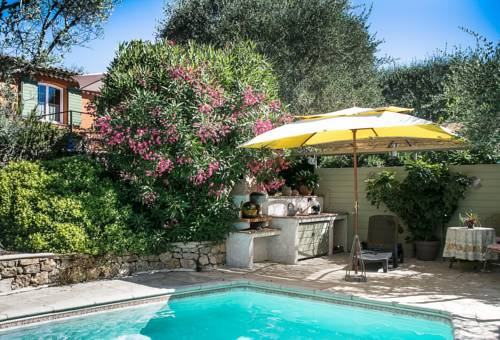Le Clos des Oliviers : Bed and Breakfast near Le Rouret