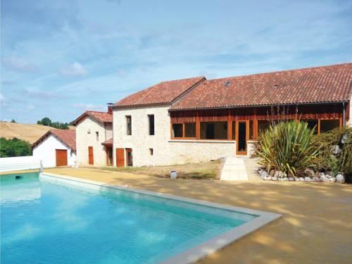 Holiday Home Monpezat D'Agenais with a Fireplace 07 : Guest accommodation near Sainte-Livrade-sur-Lot