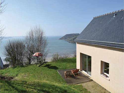 Three-Bedroom Holiday Home in Saint Michel en Greve : Guest accommodation near Trédrez-Locquémeau