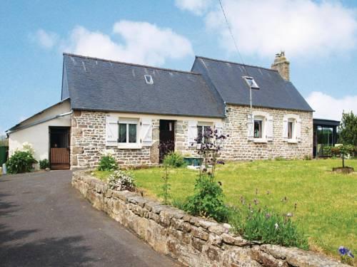 Two-Bedroom Holiday home Ploumilliau 0 06 : Guest accommodation near Trédrez-Locquémeau