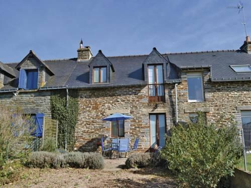 Holiday Home Ruffiac with Fireplace I : Guest accommodation near Bohal