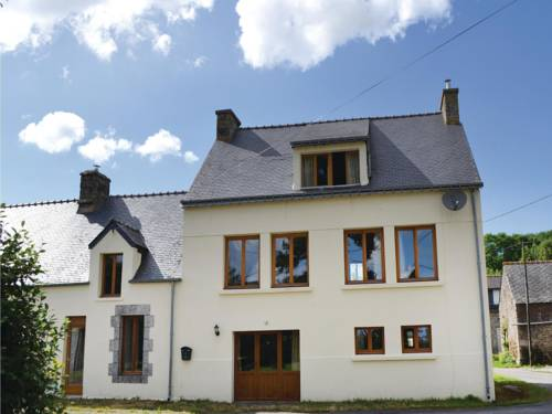 Three-Bedroom Holiday Home in Guern : Guest accommodation near Bieuzy