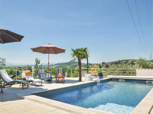 Four-Bedroom Holiday Home in Manosque : Guest accommodation near Saint-Martin-les-Eaux