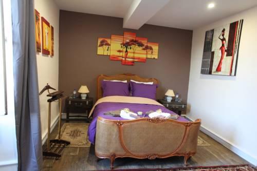 La maison du Docteur Bona : Guest accommodation near Mazirat