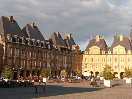 Hôtel de la Meuse : Hotel near Warcq