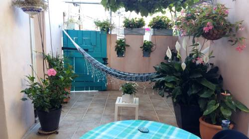 Les Hibiscus : Bed and Breakfast near Sceautres