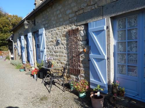 A la lisière du bois : Bed and Breakfast near Saint-Georges-des-Groseillers