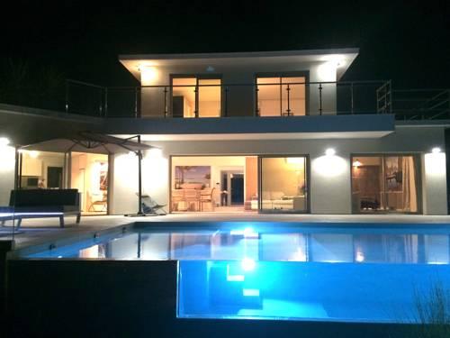 Villa Lagon Bleu : Guest accommodation near Vallauris