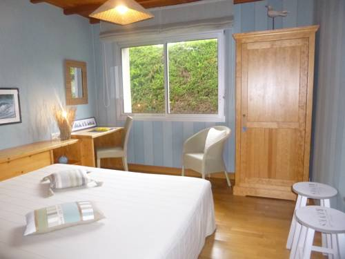 Chambres à la ferme Keramis : Bed and Breakfast near Landivisiau