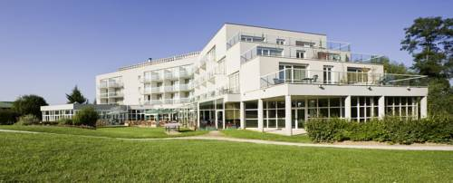 Novotel Senart Golf De Greenparc : Hotel near Seine-Port