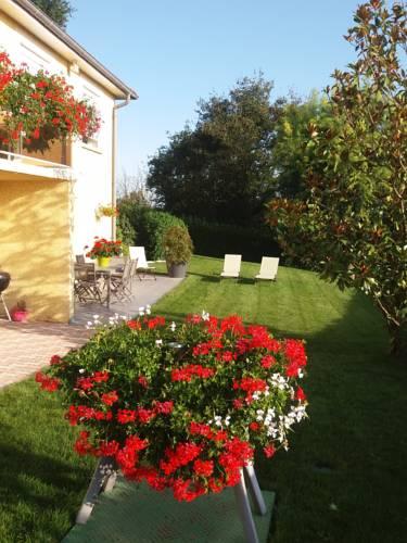 Ma maison fleurie proche aéroport, Eurexpo : Apartment near Tignieu-Jameyzieu