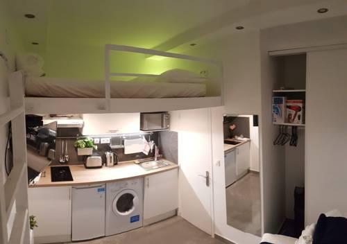 Amazing Studio near Place Gambetta : Apartment near Les Lilas