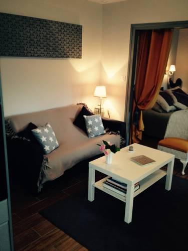 Le Petit Val Rose : Guest accommodation near Vernouillet