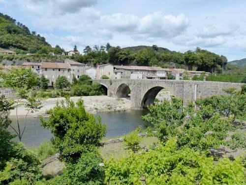 L'usine : Guest accommodation near Pont-de-Labeaume