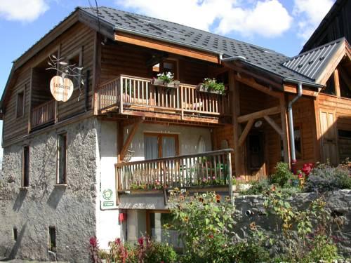 Gîtes La Source : Apartment near Saint-Clément-sur-Durance