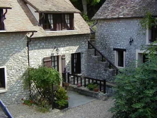 Chambres d'hotes Le Noyer : Guest accommodation near Saint-Illiers-le-Bois