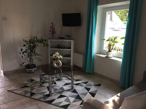 Maison De Vacances : Guest accommodation near Étalle