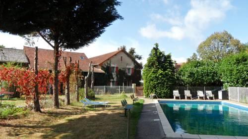 Chambres d'Hôtes Domaine du Bourg : Bed and Breakfast near Saint-Martin-des-Lais