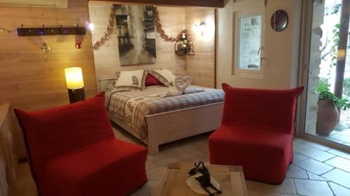 L'Olivier Chez Mamé Marthe : Guest accommodation near Vallon-Pont-d'Arc