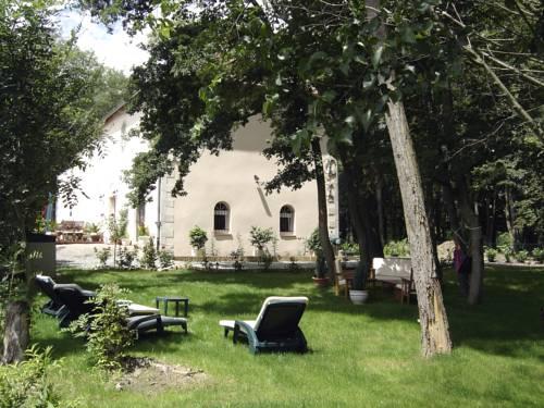 L'Orangerie : Bed and Breakfast near Espinasse-Vozelle
