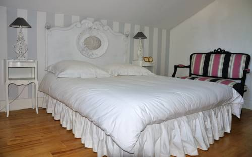 La Maison de Bois Marie : Bed and Breakfast near Saint-Laurent-sur-Manoire