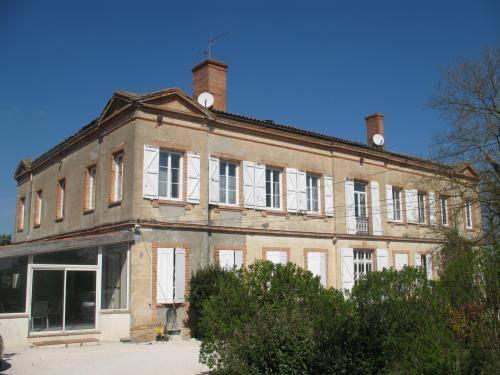 Chateau de Faudade : Apartment near Bellegarde-Sainte-Marie
