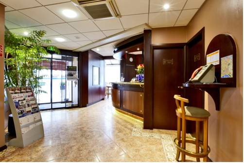 Kyriad Hotel Nevers Centre : Hotel near Urzy