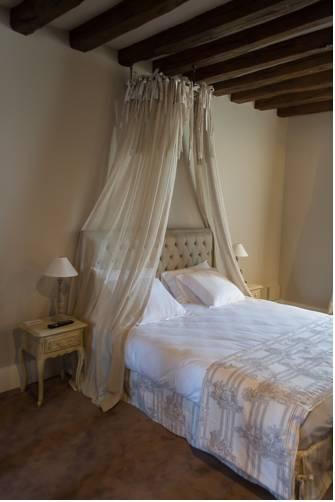 Le Cheval Blanc : Hotel near La Croix-en-Touraine
