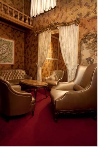 Trianon Grenoble Centre : Hotel near Rhône-Alpes
