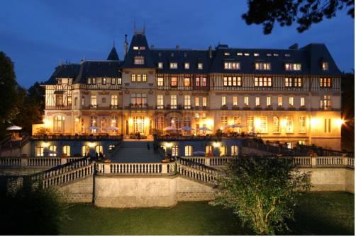 Chateau de Montvillargenne : Hotel near Bernes-sur-Oise