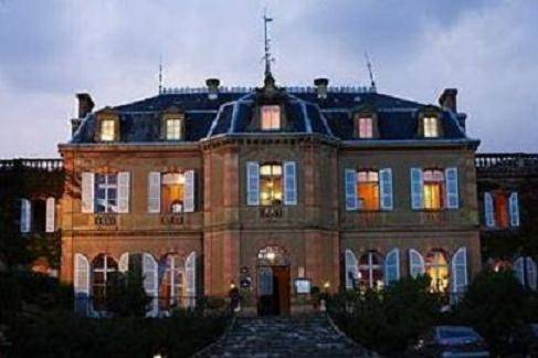 Chateau de Larroque : Bed and Breakfast near Aubiet