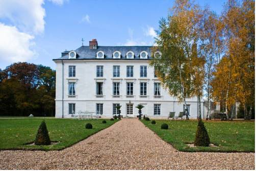 Château de Paradis : Bed and Breakfast near Saint-Martin-le-Beau