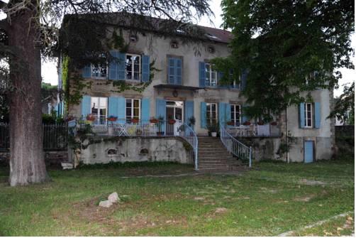 La Bastide des Baies Dorées : Guest accommodation near Saint-Prim