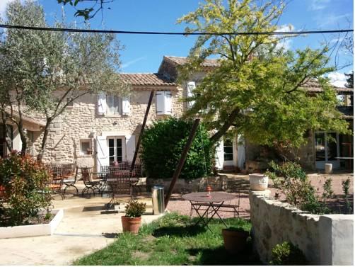 A la Maison d'Hôtes : Bed and Breakfast near Solérieux