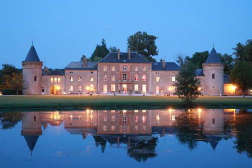 Le Domaine Chateau du Faucon : Hotel near Flize