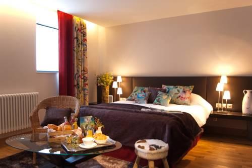 André et Viviane Chatelard - Chambres d'hôtes : Guest accommodation near Saint-Julien-Vocance