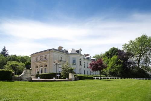 Novotel Château de Maffliers : Hotel near Attainville