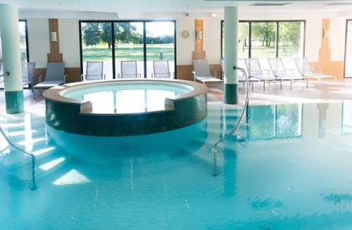 Hôtel Résidence & Spa Vacances Bleues La Villa du Lac : Hotel near Divonne-les-Bains