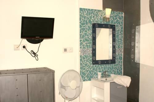 Hotel de la Place : Hotel near Tignieu-Jameyzieu