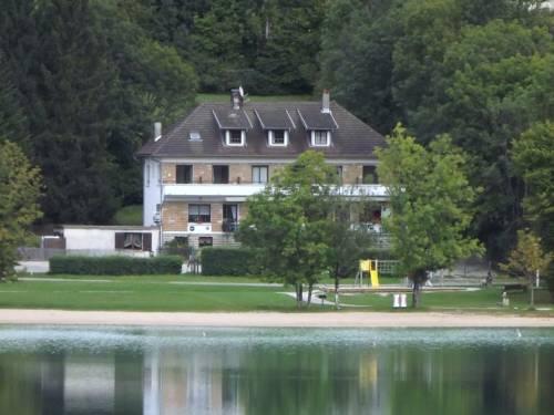 Hotel Restaurant La Chaumiere du Lac : Hotel near Cogna