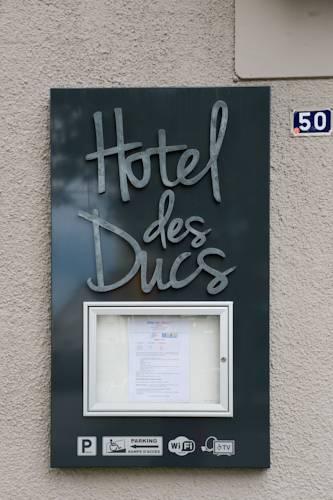 Hotel des Ducs : Hotel near Saint-Germain-du-Corbéis