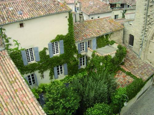 Chambres d'hôtes Saint-Sauveur : Bed and Breakfast near Saint-Thibéry