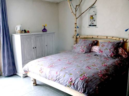 Fenêtre sur Loire : Bed and Breakfast near Le Bouchaud