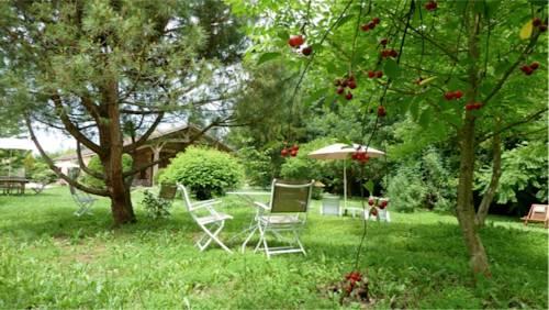 La Cascade de Hauterive : Bed and Breakfast near Sainte-Livrade-sur-Lot
