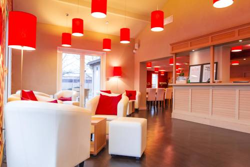Kyriad Bourgoin-Jallieu : Hotel near Saint-Marcel-Bel-Accueil