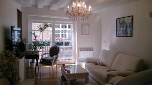 Magnifique Appartement dans Hôtel Particulier Monument Historique : Hotel near Île-de-France